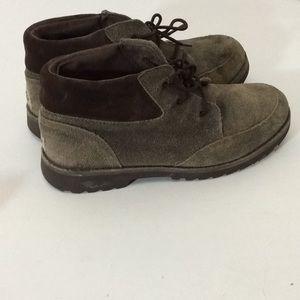 Sale 🌈 UGG boys shoes sz 4
